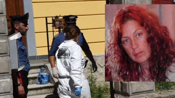 La vittima del delitto, Lorena Gisotti, e la scientifica a casa