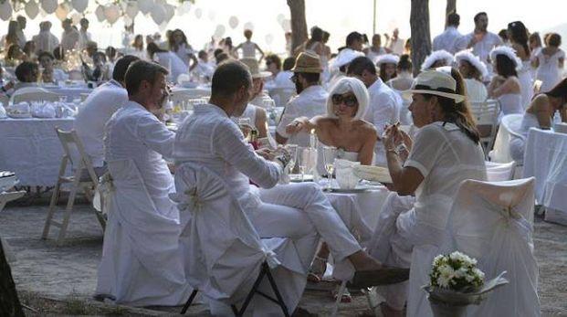Una cena in bianco