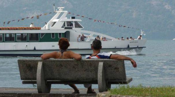 Un traghetto sul lago d'Iseo