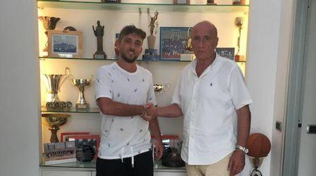 Luca Pesaresi con il presidente dei Crabs, Luciano Capicchioni