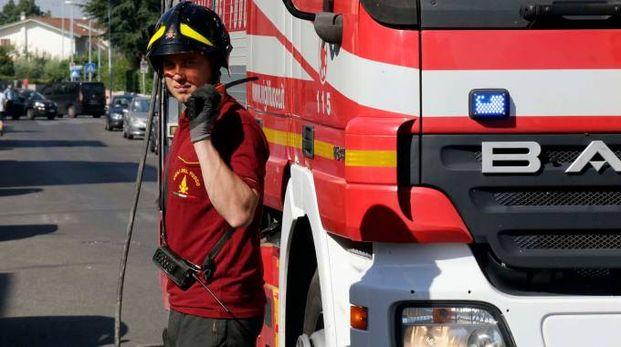 Vigili del fuoco in azione (foto archivio)