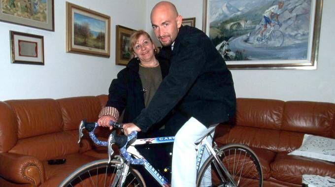 Marco Pantani con la mamma Tonina (LaPresse)