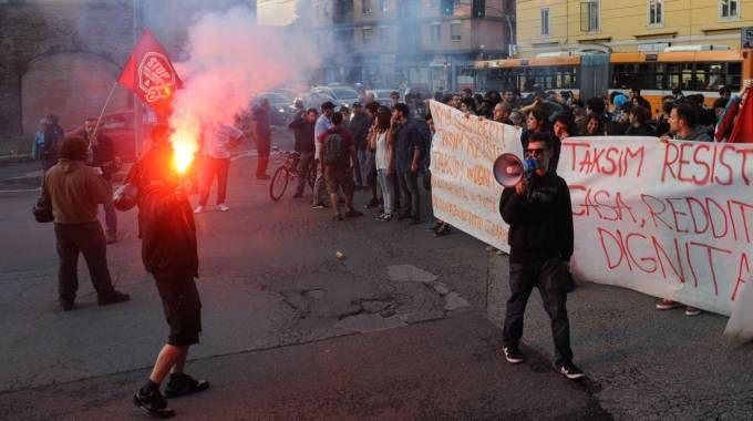 Bologna, il corteo dei collettivi dopo lo sgombero del Taksim