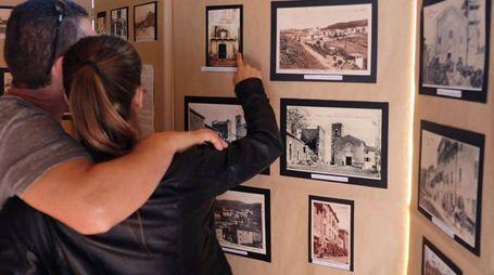 Tantissimi cittadini hanno presenziato al taglio del nastro della mostra con testimonianze fotografiche di Zocca