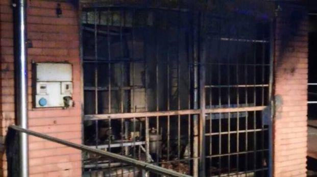 Ufficio In Fiamme : Buguggiate incendio nella notte: in fiamme lufficio di un