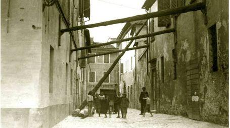 """I danni in via Bonamini (dal libro """"Pesaro in particolare"""" di Gabriele Stroppa Nobili)"""