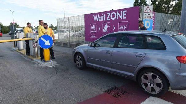 Wait zone, aeroporto di Bologna (foto Schicchi)