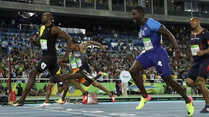 Usain Bolt, la vittoria nei 100 metri a Rio 2016 (Ansa)