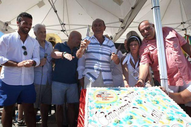 Cervia, lo sbarco degli autori tra oltre 2mila persone  e i festeggiamenti (Foto Zani)