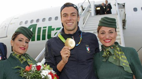 Italian swimmer 1500 mt gold medal  Gregorio Paltrinieri (R) and cyclist gold medal Elia Viviani show their gold medal as they arrive at Leonardo Da Vinci Rome airport in Fiumicino, Italy, 18 August 2016.  Gregorio Paltrinieri and Elia Viviani take part at Rio 2016 Olimpyc game. ANSA/Telenews