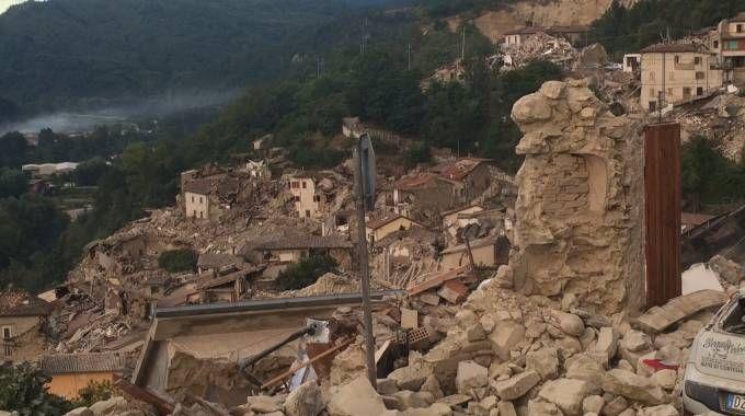 Terremoto, Arquata completamente distrutta
