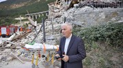 Terremoto in provincia di Ascoli: il vescovo D'Ercole ad Arquata del Tronto (Foto Ansa)