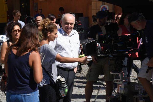 Il set di Master of None con Scamarcio e l'ex sindaco Giorgio Pighi