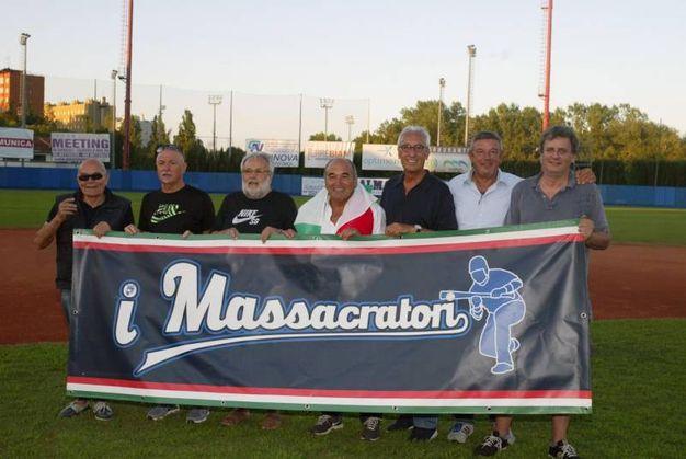 Bologna, la festa della Fortitudo UnipolSai per lo scudetto del baseball: lo striscione dei 'massacratori' (Foto di Renato Ferrini)