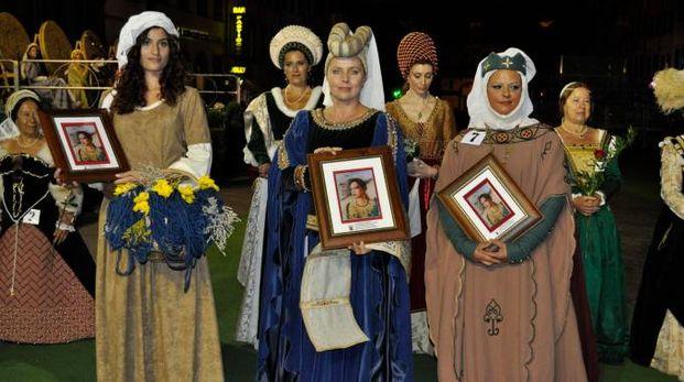 Le dame vincitrici della passata edizione del Palio
