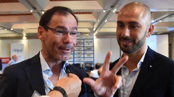 AMARCORD Davide Cassani (a sinistra) ricorda a Marco Di Vaio di aver vinto tre volte il giro dell'Emilia (Schicchi)