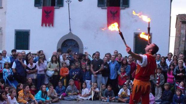 Un giocoliere ad una passata edizione della Festa Medievale di Montevettolini