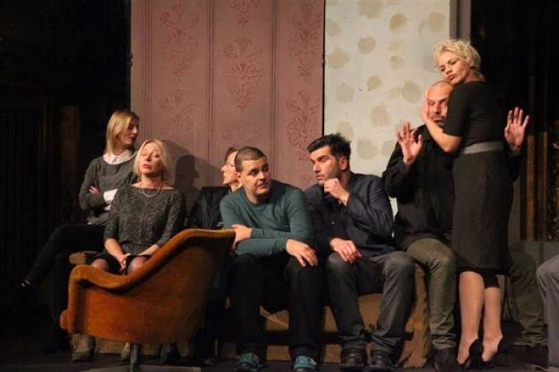 8-9 marzo: AT THE END OF THE WEEK, regia, scene e costumi Bobo Jelcic, con Livio Badurina, Ana Begic Tahiri, Jadranka Dokic, Goran Grgic, Ivan Joncic, Damir Markovina, Vanja Matujec, Bojan Navojec