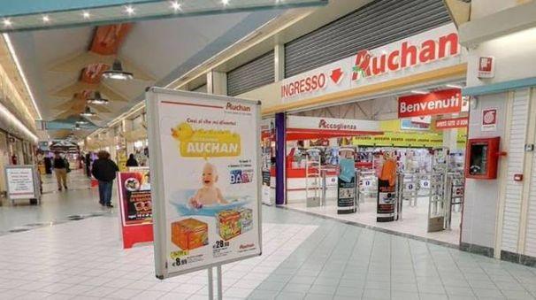 L'interno della galleria Auchan