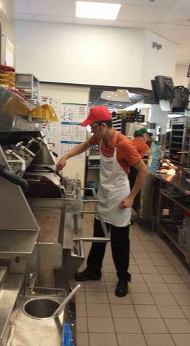 La cottura degli hamburger si effettua tra due piastre