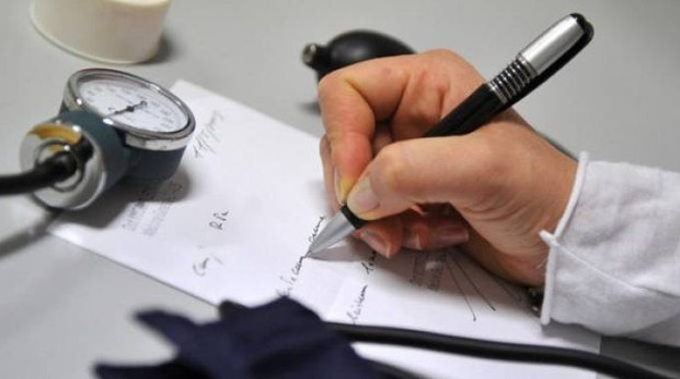 Un ricettario medico (Foto archivio)
