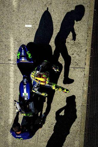 """Il tedesco Ronny Lekl èil vincitore della categoria social: la sua foto """"Valentino Rossi, the shadow"""" (2015)"""