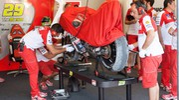 Il team Ducati ai box (Olycom)