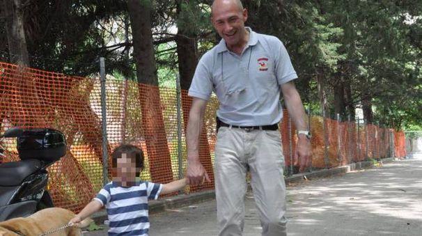 Alessandro Avenati col piccolo Cesare (da facebook)