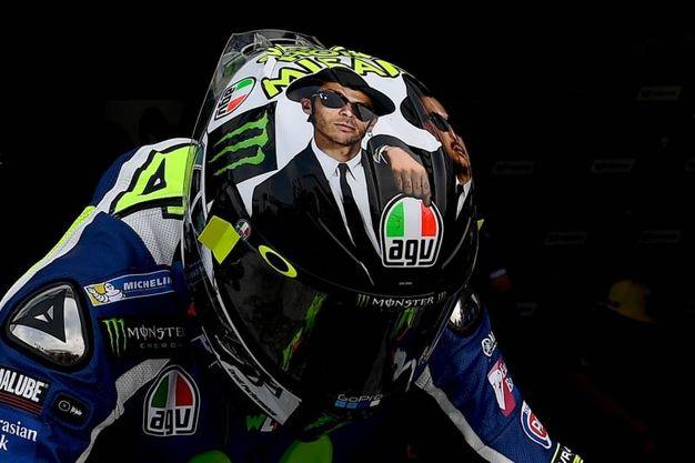 IL nuovo casco di Valentino Rossi con l'omaggio ai Blues Brothers (Afp)