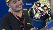 IL nuovo casco di Valentino Rossi con l'omaggio ai Blues Brothers (Ansa)