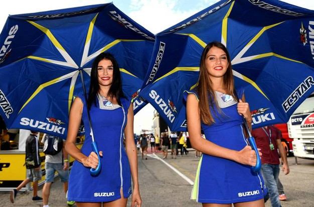 Motogp Misano, le ombrelline (foto Afp)