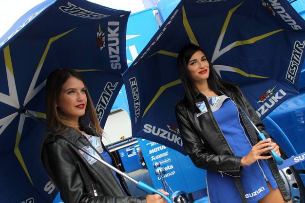 Motogp Misano, le ombrelline (foto Petrangeli)