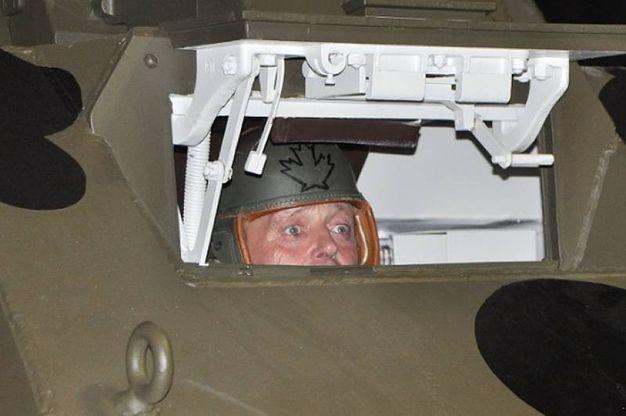 L'autista dentro al carro armato (Foto Concolino)
