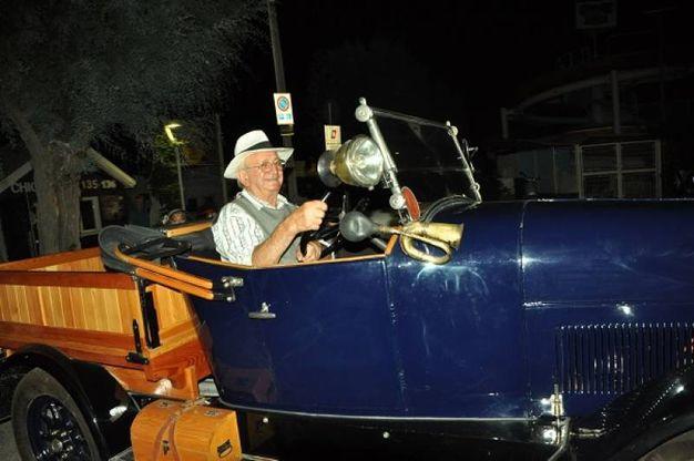 Auto storiche con equipaggio (Foto Concolino)