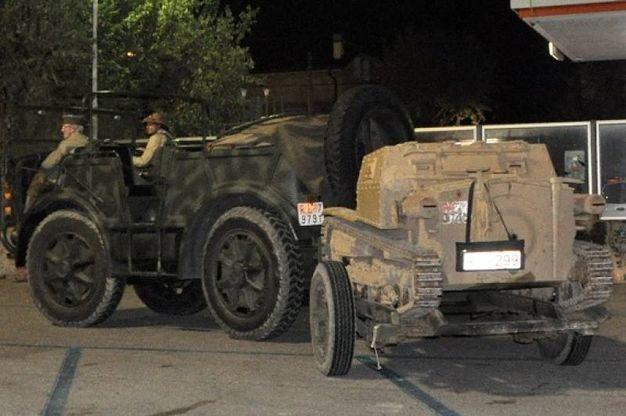 Trasporto truppe con carro armato a rimorchio (foto Concolino)