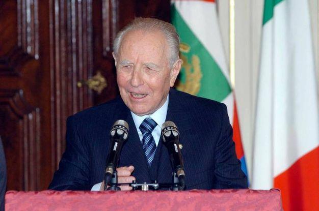 Carlo Azeglio Ciampi durante una visita nella sua Livorno (foto Novi)