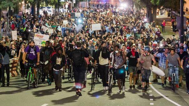 Charlotte, proteste per l'uccisione di un afroamericano (Olycom)