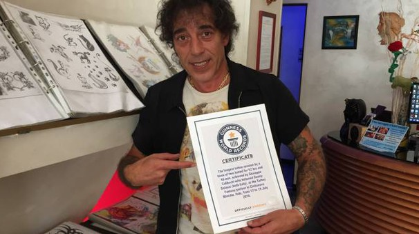 Civitanova, Giuseppe Colibazzi cerca di battere un nuovo Guinness sui tatuaggi