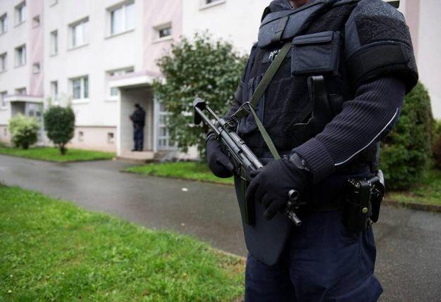 germania finita la caccia al terrorista polizia twitta. Black Bedroom Furniture Sets. Home Design Ideas