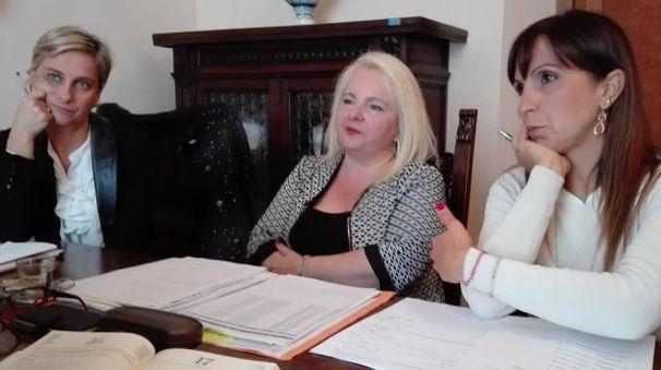 L'ufficio di presidenza: da sinistra Marta Ruggeri, Rosetta Fulvi, Barbara Brunori