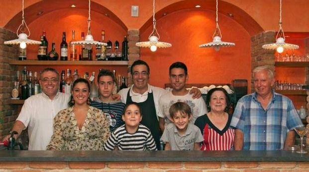 Antonio Novoa e la sua famiglia al Ristorante El Caracol
