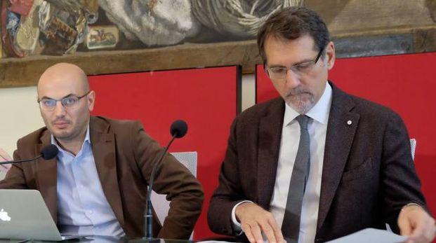 Da destra, il sindaco Virginio Merola e Davide Conte, assessore al bilancio (Schicchi)