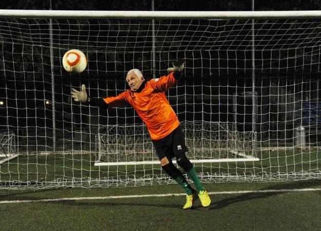 Giovanni Fornari a 70 anni è il calciatore più anziano del campionato italiano