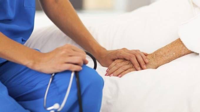 L'eutanasia è vietata in Italia, praticata appena oltreconfine