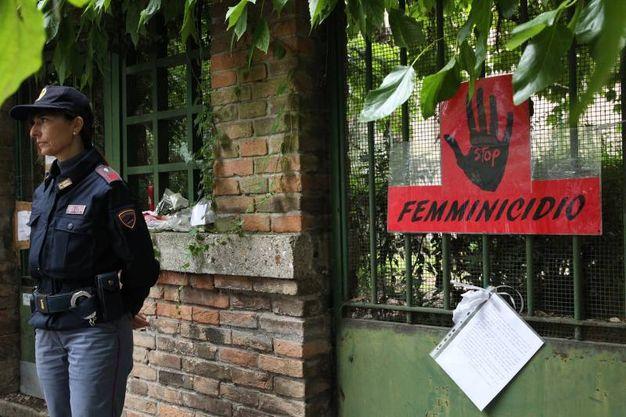 La polizia sul luogo del delitto di Giulia Ballestri (foto Zani)