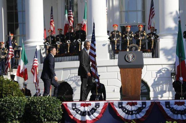 Il presidente USa Barack Obama accoglie il premier italiano Matteo Renzi alla Casa Bianca (Ansa)