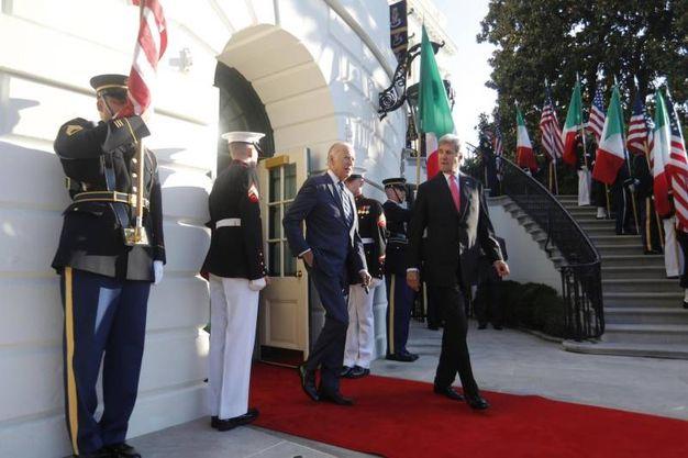 Il Segretario di Stato John Kerry e il vice presidente Usa Joe Biden (Ansa)