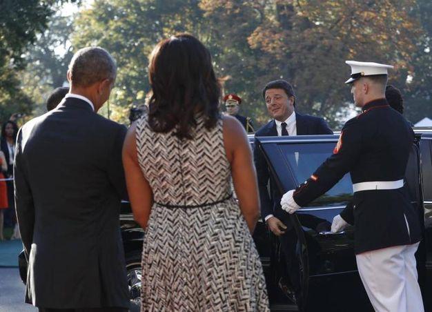 Obama e Michelle accolgono Renzi alla Casa Bianca (Ansa)