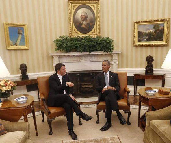 Matteo Renzi e Barack Obama nello Studio Ovale (Ansa)