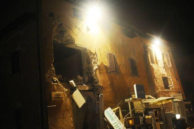 Terremoto, crolli a Visso, nel Maceratese (Foto Lapresse)